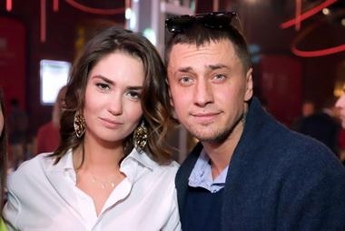 Агата Муцениеце   с Павлом Прилучным.