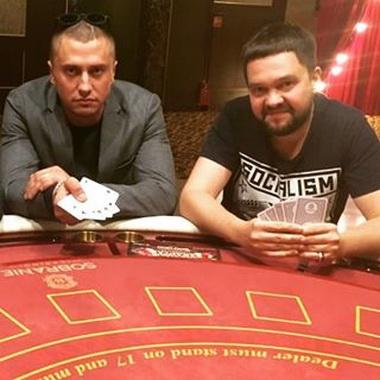 Павел Прилучный в казино.